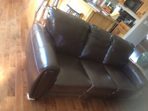 Great price on gently worn leather sofas  London Ontario image 3