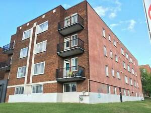 $1000 / 2br - 950ft2 - Beautifully Lit 4 1/2 - AVAIL. NOW!