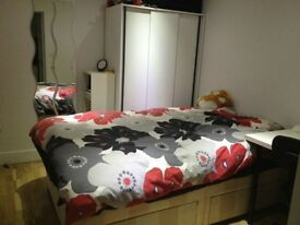 "studio flat in Canning Town close to West Ham ""Pretoria Road, E16"" inc all bills"