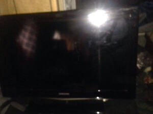 """Samsung  32""""flat screen LCD tv and Zenith DVD player"""