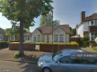5 bedroom house in Exeforde Avenue, Ashford, TW15 (5 bed) (#848670)