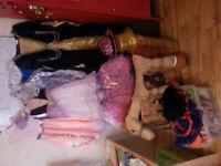Lot de costumes jeunesse entre 3-12 ans EN EXCELLENT ÉTAT!!!!!!!