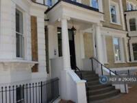 2 bedroom flat in Langley Road, Surbiton, KT6 (2 bed)