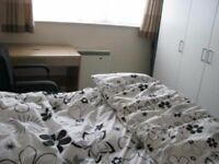 Double room available in India family house for working professional in Hounslow