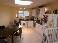 Huge 2 Bed, 2 Bath Perfect For Sharers Or Couples On The Cobbled Battersea High Street SW11 3JR