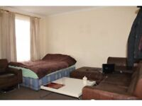Huge Double/Twin room in White City, zone-2, Central Line. Westfield Shopping Centre. All inclusive