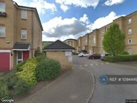 1 bedroom flat in Ferguson Close, London, E14 (1 bed) (#1094449)