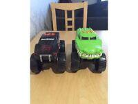 2 Monster trucks