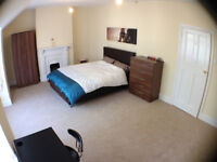 Double Room 20 mins Drive to City Centre, B13