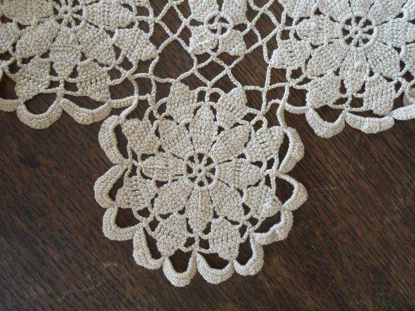 True Vintage Beige Queen Annes Lace Crochet Lace Table Runner 34""