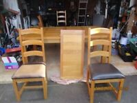 A GREAT LOOKING OAK 6/8/10 SEATER DINING TABLE AND 6 CHAIRS IN GOOD USED CONDITION FREE DELIVERY