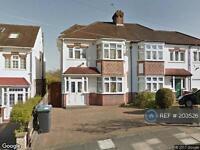 4 bedroom house in Carlton Avenue, London, N14 (4 bed)