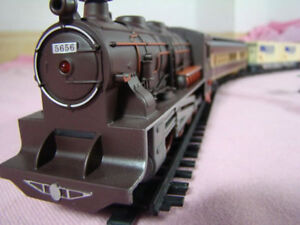 NEW Battery Operated 1/87 scale Train Set
