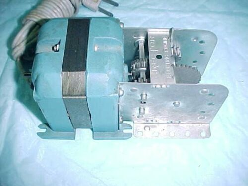 1961-1962 A C GILBERT ERECTOR SET PART A 49 ELECTRIC MOTOR EMBOSSED CASE