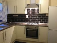 Spacious large double room close to town available now (No agent fee)