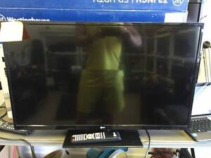 "32"" Upstar  tv With Remote In Excellent"