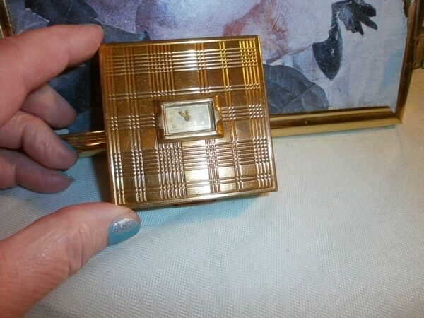 EVANS SQUARE GOLD-TONE 1940s CLOCK COMPACT - - HAUNTED?