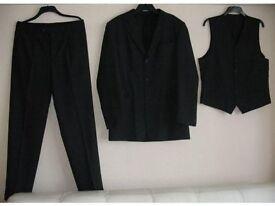 3 pieces grey suit EXCELLENT condition