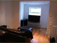 Fortnightly rental 2 br, 2 bathroom flat, opposite Tooting Broadway tube stn