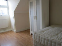 £400 / w - Large two bedroom flat with separate reception