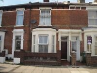 2 bedrooms to let in a 3 bed house - 5 mins walk-away from Fratton Train Station