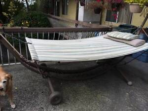 Stand alone hammock-moving reduced