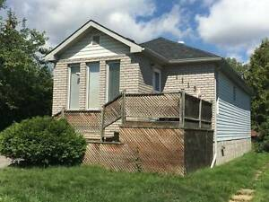 ***$1150 all inc, 2 bed lower flr home, 1115 Rosedale***