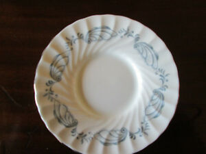 AYNSLEY BONE CHINE FROM ENGLAND GLENDALE SAUCER West Island Greater Montréal image 1