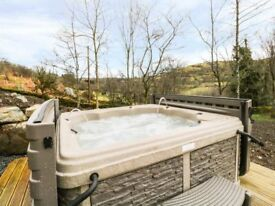 Luxury 2 bedroom hot tub lodge/caravan to rent