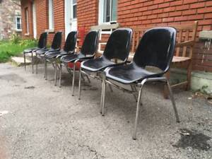 3 Chaises Mid Century Vintage Stacking Shell Chairs Chrome Legs