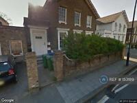 3 bedroom flat in Consort Road, London, SE15 (3 bed)