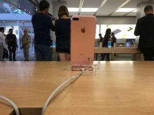 iPhone 7 - like new (Rose Gold Edition 32 gb)