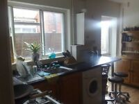 Lovely double room in a 5 bedroom house Shirley