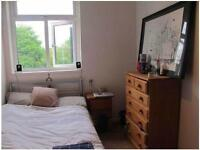 SUPER BRIGHT COMFY DOUBLE FOR ONE PERSON IN HOXTON!!!! GREAT FLATMATES!!!