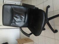 Very comfortable swivel desk chair / chaise de bureau tournante