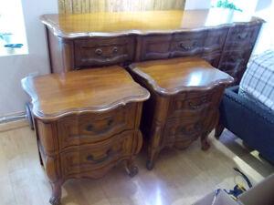 Bureau antique en érable + 2 tables chevets