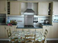 DOUBLE ROOM TO LET RENT IN WALTHAMSTOW CENTRAL OFF HIGH ST MARKET. NICE QUITE HOUSE