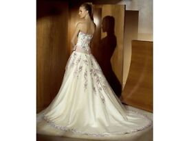 Ivory wedding dress size 10. Open to offers. Need gone asap