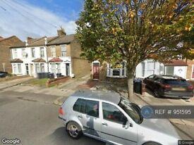 3 bedroom flat in Durants Road, Enfield, EN3 (3 bed) (#951595)