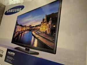 "Samsung 28"" LED TV - BNIB Never Opened"