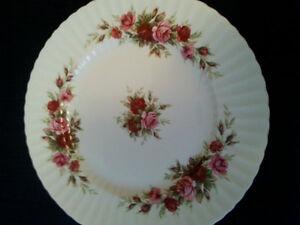 Vaisselle English Rose-Fluted by Royal Standard Dishware Gatineau Ottawa / Gatineau Area image 1
