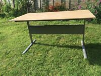 Ikea desk 139cmx72cm, legs 71cm, excellent condition, great for student/home office