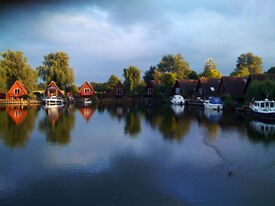 Lovely lake side house at Isleham Marina with free mooring