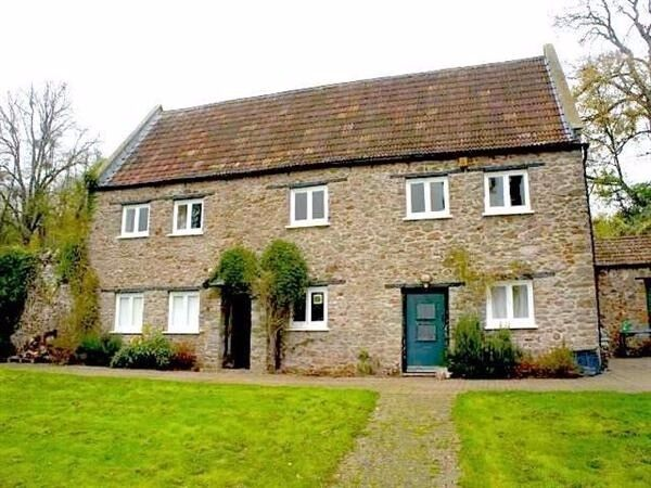 Unique Opportunity to Live in Cottage Located in Ashton Court