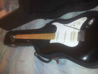 Mako Super Strat , Hardshell case, strings,stand and 20ft cable
