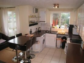 North Woolwich - 5 bedroom, 4 bathroom townhouse with 2 car off street parking