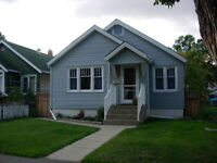Two Bedroom House with a Loft - 10 mins from Downtown