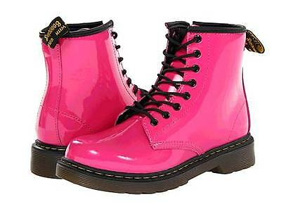 Dr. Doc Martens Mädchen Delaney Lackleder Stiefel in Wunderschön Pink Farbe ()