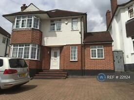 4 bedroom house in Courtlands Drive, Watford, WD17 (4 bed)