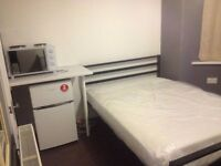 IG2.GANTS HILL. VERY CLEAN ENSUIT ROOM . SUITS SINGLE/COUPLE .ALL BILLS INCLUSIVE